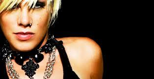Pink – Blow Me (One Last Kiss)