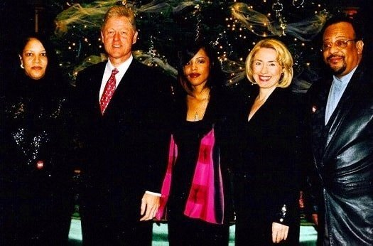 Aaliyah her mum and dad with Bill Clinton