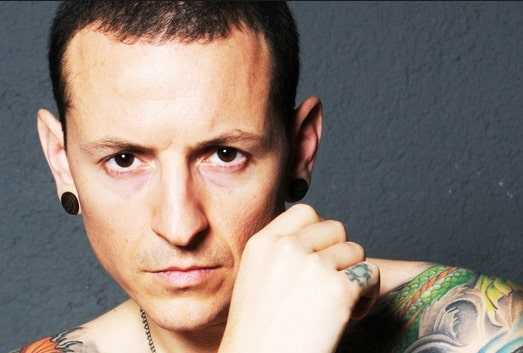 Sexy tattoos of Chester Bennington