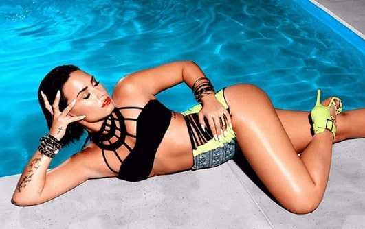 Bikini pics of Demi Lovato