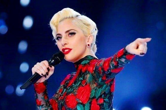 Beautiful Lady Gaga live performance