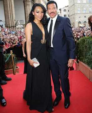 Lionel Richie dating Lisa Parigi 35 years younger to him