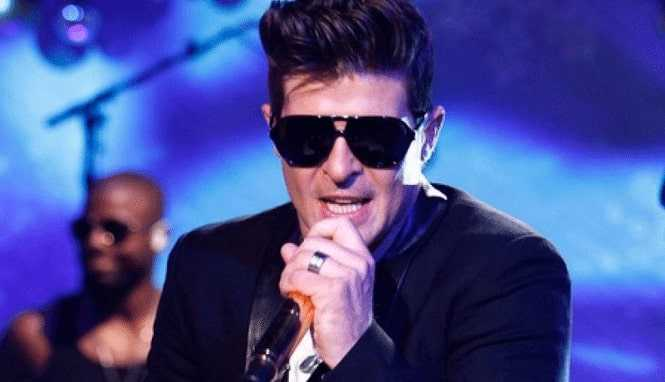 Live performance of Robin Thicke