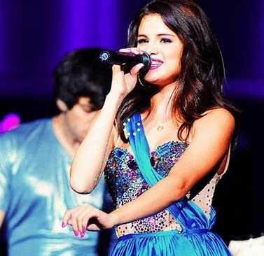 Live performance of Selena Gomez