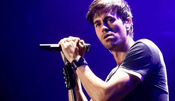 Live performance of Enrique Iglesias