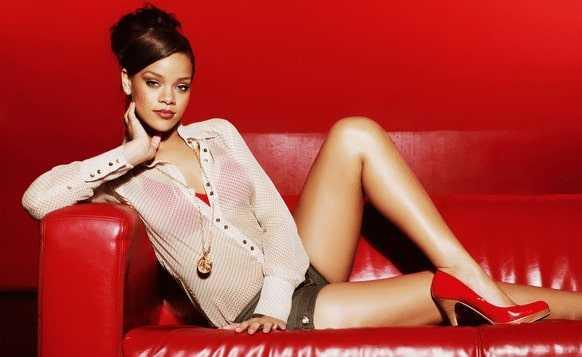 Sexy legs of Rihanna
