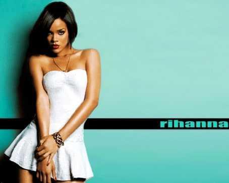 Rihannas sexy curved body