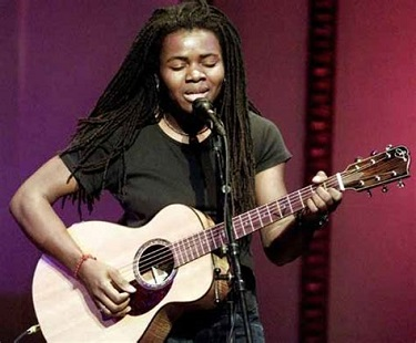 Tracy Chapman came out as lesbian in late 1980s without any fear or apprehension.